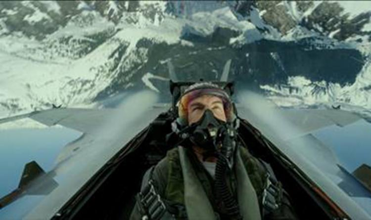 Maverick (Tom Cruise) aparece realizando diversas manobras pelos ares   Foto: Divulgação - Foto: Divulgação