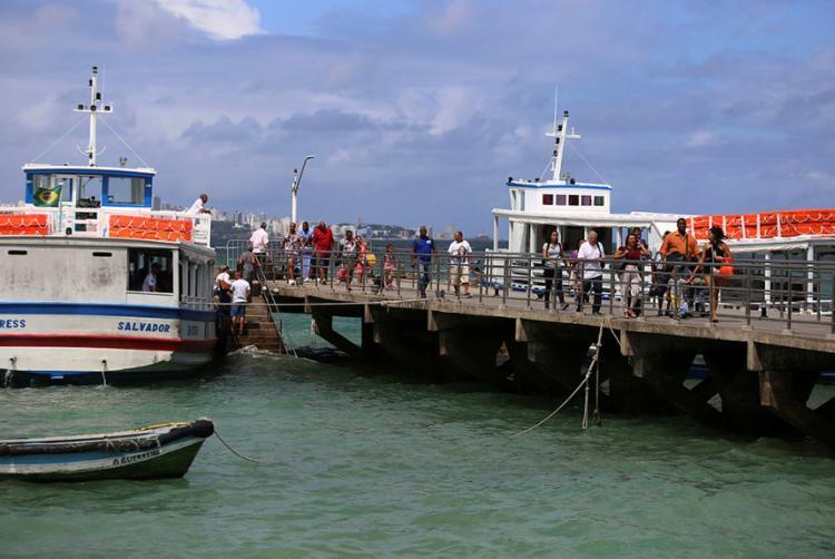 Cerca de 10 embarcações operam desde às 5h, com saídas de 15 em 15 minutos | Foto: Joá Souza | Ag. A TARDE - Foto: Joá Souza | Ag. A TARDE