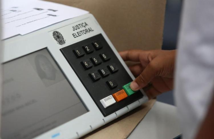A aferição do Paraná aponta que 62% dos eleitores soteropolitanos ainda não sabem em quem votar | Foto: Joá Souza | Ag. A TARDE | 31.7.2018 - Foto: Joá Souza | Ag. A TARDE| 31.7.2018