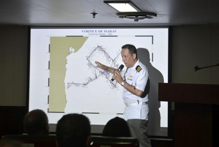 Grupo atua no navio de pesquisa hidroceanográfico