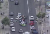 Colisão entre carro e moto deixa trânsito lento na Pituba | Foto: Reprodução | Record TV Itapoan