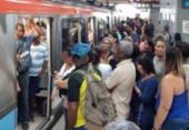 Mulher é resgatada dos trilhos do metrô; circulação foi interrompida | Foto: Cidadão Repórter | Via WhatsApp