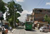 Buraco na pista deixa trânsito lento na Estrada das Barreiras | Foto: Google Street View