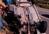 Motorista se distrai com celular e capota veículo | Reprodução | Radar 64