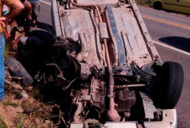 Motorista se distrai com celular e capota veículo em Porto Seguro | Reprodução | Radar 64