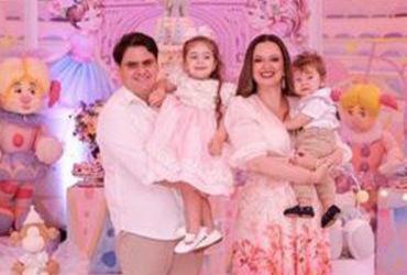 Isabela Suarez e Bruno Adry festejaram o aniversário de Antonella |