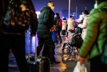 China isola cidades inteiras em combate a novo vírus | Noel Celis | AFP
