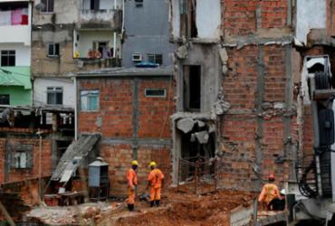 Prefeitura trabalha na demolição de outros imóveis em Narandiba |