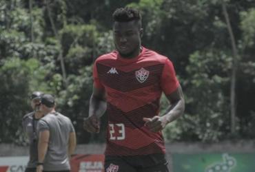 Jordy Caicedo volta a treinar com bola e pode ser opção contra o Sport | Letícia Martins | EC Vitória