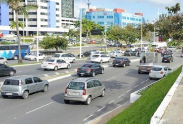 Guindaste quebrado deixa trânsito lento na avenida ACM | Shirley Stolze | Ag. A TARDE