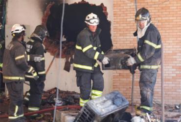Incêndio atinge prédio em construção na Avenida Juracy Magalhães | Adilton Venegeroles | Ag. A TARDE