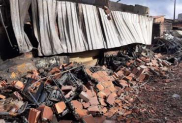 Incêndio destrói comércio de sucatas em Feira de Santana | Reprodução | Acorda Cidade