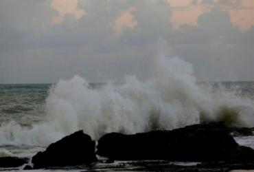 Ciclone pode provocar ondas de até 5 metros na Bahia a partir desta quinta | Raphael Müller | Ag. A TARDE