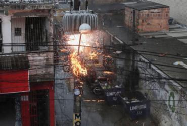 Poste pega fogo no bairro de Pirajá | Uendel Galter | Ag A TARDE