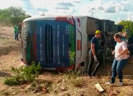 Quatro pessoas morrem e várias ficam feridas após ônibus tombar na BR-116 | Reprodução | Calila Notícias