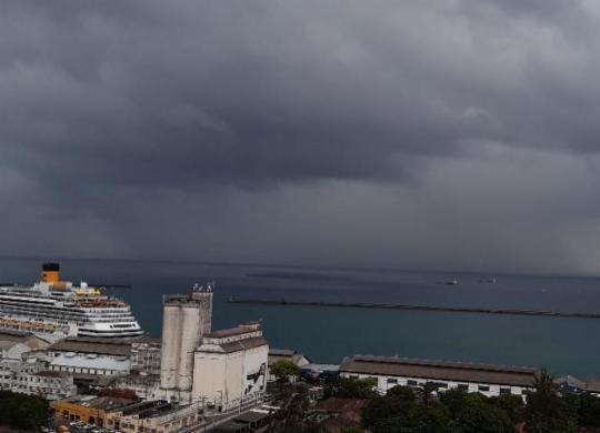 Chove em Salvador após órgãos emitirem alerta de temporal | Cidadão Repórter