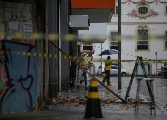 Parte de casarão será demolida no Comércio; área está interditada | Reprodução | Record TV Itapoan