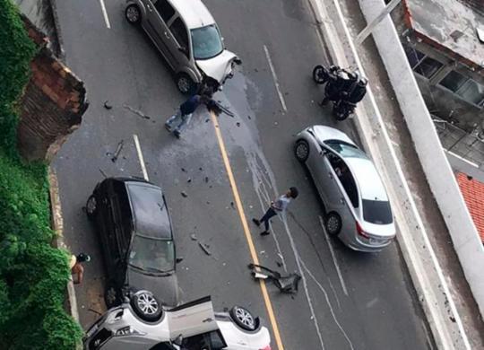 Acidente entre três veículos congestiona trânsito na avenida Contorno | Cidadão Repórter