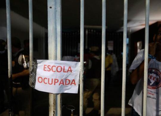 Estudantes protestam durante ocupação em colégio no Corredor da Vitória | Felipe Iruatã | Ag. A TARDE