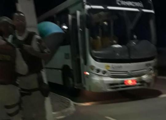 Encapuzados abrem fogo contra ônibus e deixam mulher morta e vários feridos na RMS | Reprodução | WhatsApp