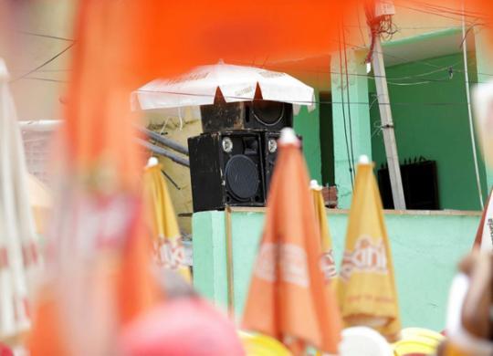 Som alto de bares em praias provoca queixas de banhistas | Adilton Venegeroles | Ag. A TARDE