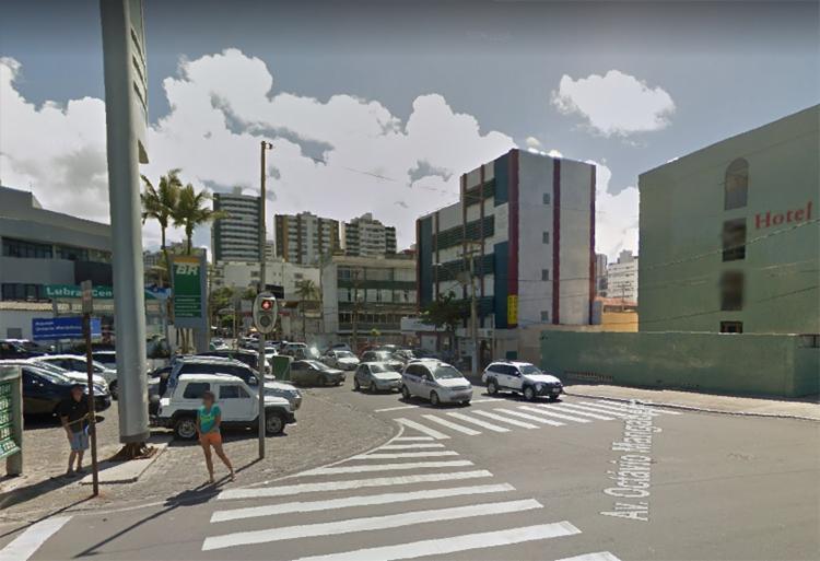 Acidente ocorreu no cruzamento da Avenida Otávio Mangabeira com a rua Pará | Foto: Reprodução | Google Maps - Foto: Reprodução | Google Maps