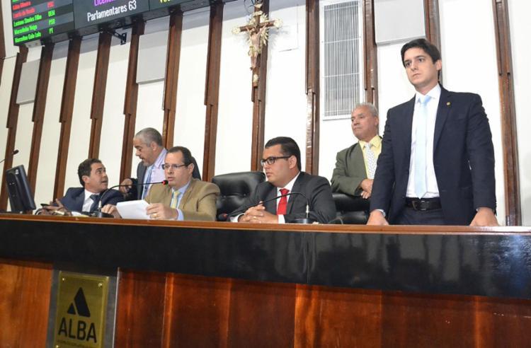 Depois da confusão, a sessão foi retomada a portas fechadas para os manifestantes | Foto: Juliana Andrade | AgênciaAlba - Foto: Juliana Andrade | AgênciaAlba