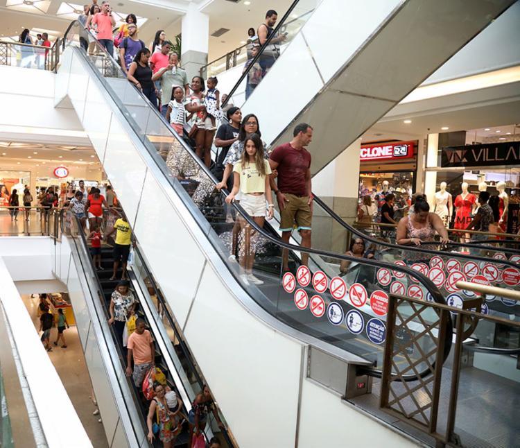 Mota explica que nesse período o comércio não deixa mais as vendas caírem   Foto: Felipe Iruatã   Ag. A TARDE - Foto: Felipe Iruatã   Ag. A TARDE