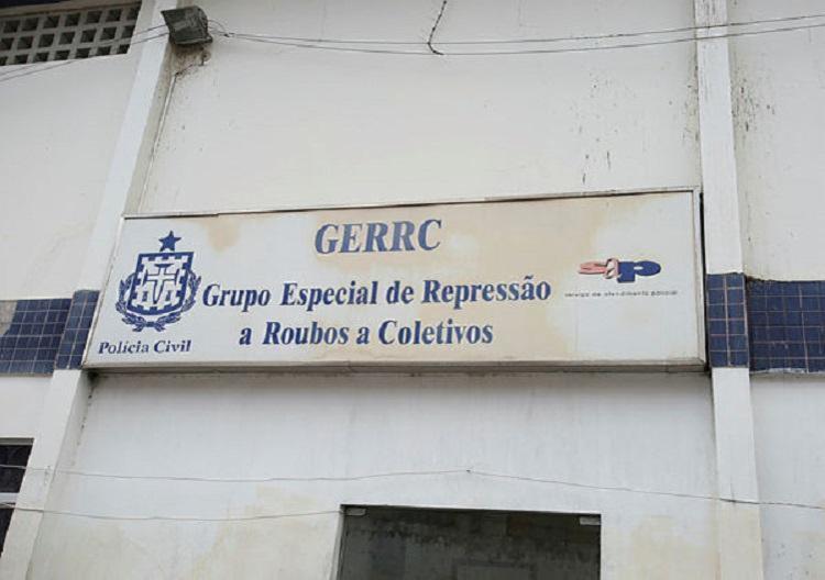 Suspeito foragido foi apresentado na GERRC   Foto: Tiago Caldas   Ag. A TARDE - Foto: Tiago Caldas   Ag. A TARDE