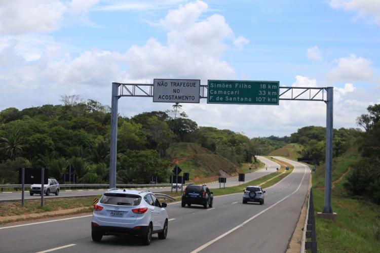 O trânsito chegou a apresentar fluxo intenso na região, por conta da ocorrência | Foto: Joá Souza | Ag. A TARDE - Foto: Joá Souza | Ag. A TARDE