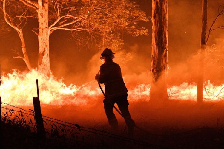 A temporada de incêndios, particularmente precoce e muito violenta, já causou 26 mortes na Austrália | Foto: Saeed Khan | AFP - Foto: Saeed Khan | AFP