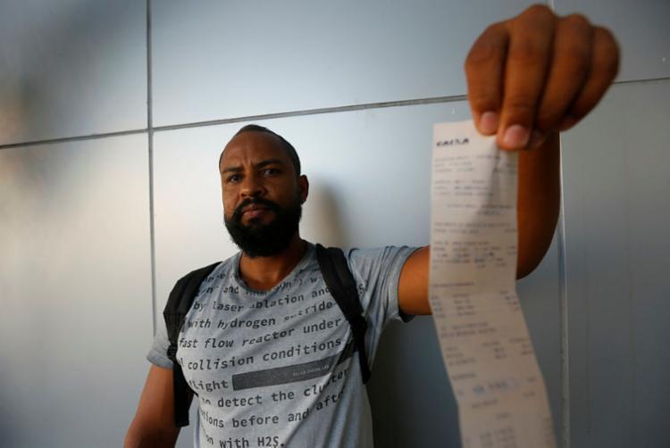 Gerônimo sofre com as cobranças abusivas | Foto: Rafael Martins | Ag. A TARDE - Foto: Rafael Martins | Ag. A TARDE