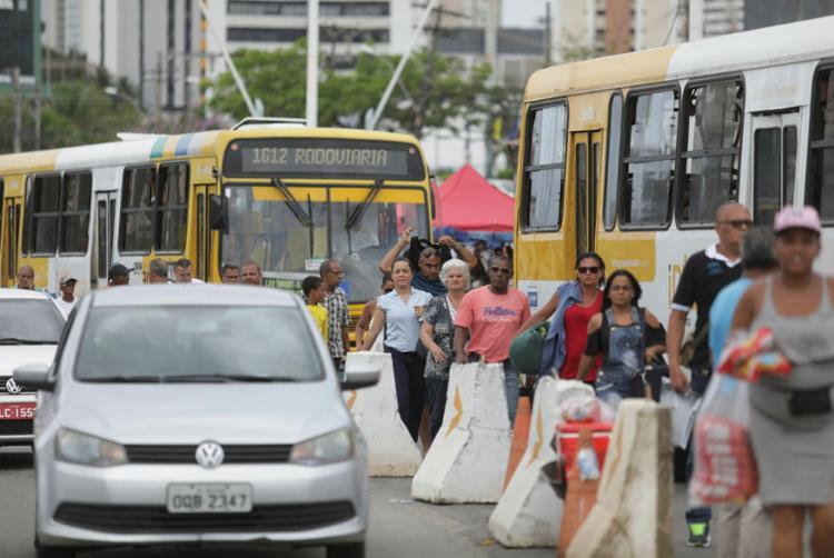 Tráfego foi modificado por causa das obras do BRT | Foto: Raul Spinassé | Ag. A TARDE - Foto: Raul Spinassé | Ag. A TARDE