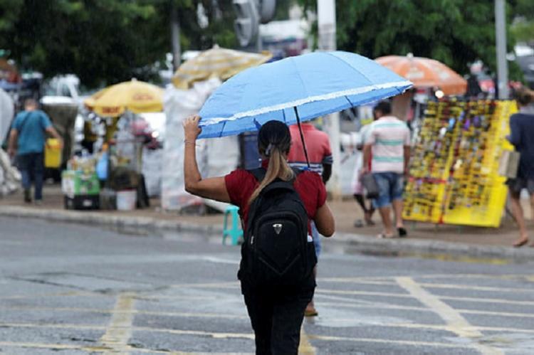 Uma chuva fraca começou a cair na cidade por volta das 9h |Foto: Uendel Galter | Ag. A TARDE - Foto: Uendel Galter | Ag. A TARDE