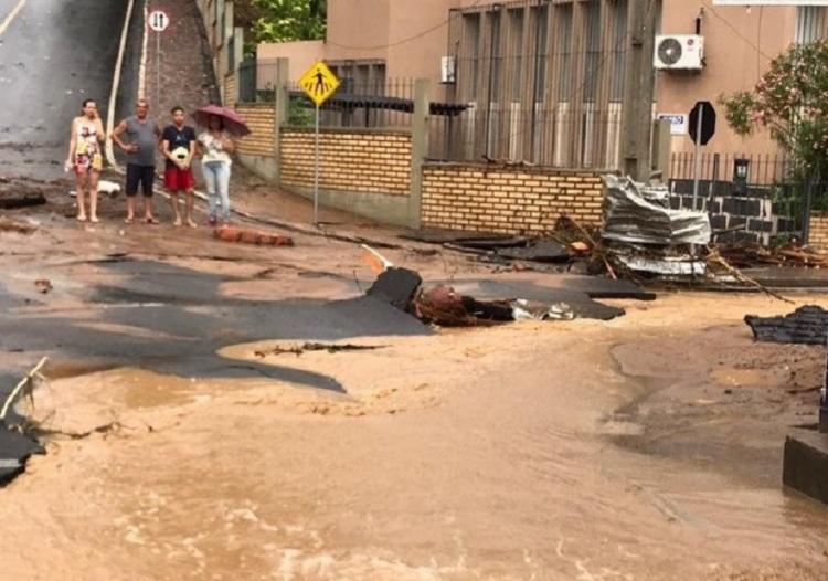 Cidade ainda sente os reflexos da forte chuva que caiu no domingo | Foto: Reprodução - Foto: Reprodução