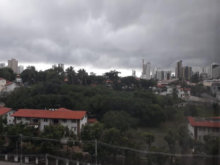 Tempo permaneceu nublado durante o domingo | Foto: Vinícius Ribeiro | Ag. A TARDE - Foto: Vinícius Ribeiro | Ag. A TARDE