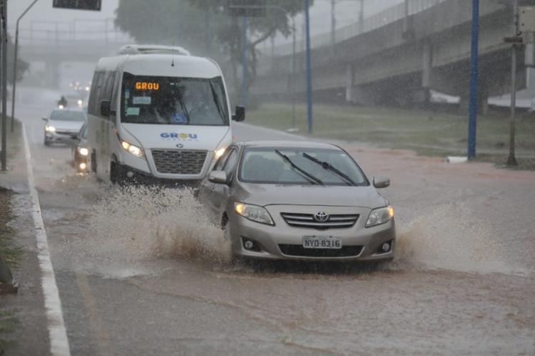 Depois de uma virada de ano mais tranquila, a chuva retornou com tudo na capital baiana | Foto: Raul Spinassé | Ag. A TARDE - Foto: Raul Spinassé | Ag. A TARDE
