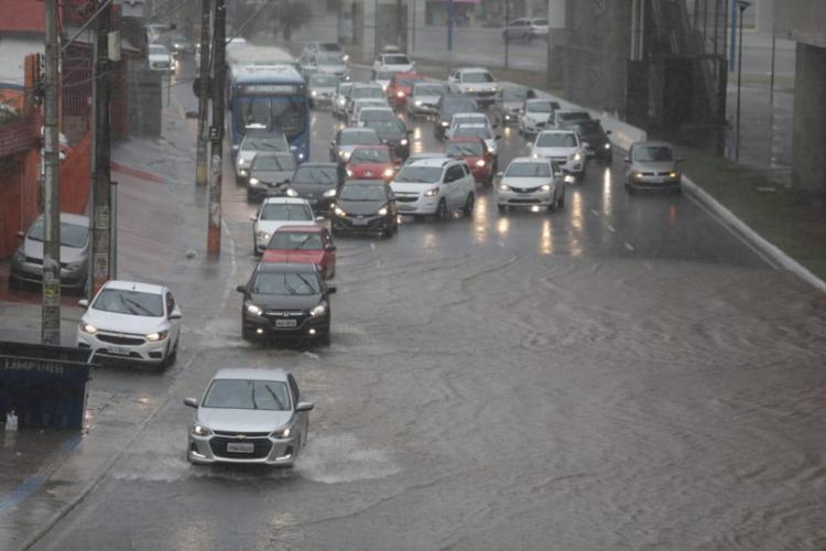 Chuvas são resultados de uma frente fria que tem passado sobre a região do Recôncavo baiano | Foto: Raul Spinassé | Ag. A TARDE - Foto: Raul Spinassé | Ag. A TARDE