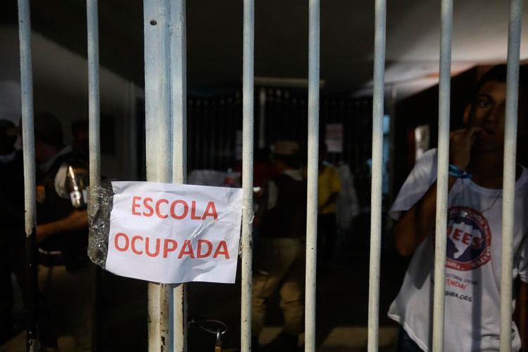 Estudantes ocupam o Colégio Estadual Odorico Tavares | Foto: Felipe Iruatã | Ag. A TARDE - Foto: Felipe Iruatã | Ag. A TARDE