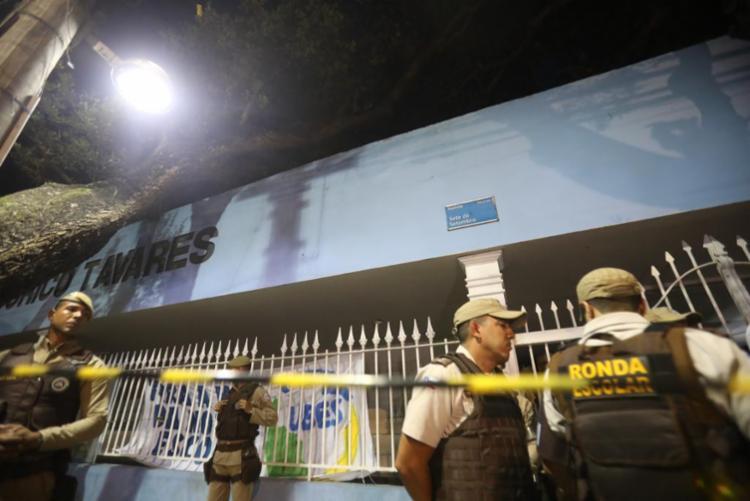 Polícia militar isolou o colégio | Felipe Iruatã | Ag. A TARDE