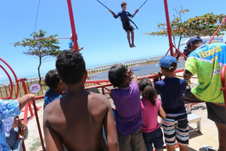 O Bungee Trampolim é uma das atrações do projeto Verão Costa a Costa. - Foto: Lego Comunicação_Divulgação