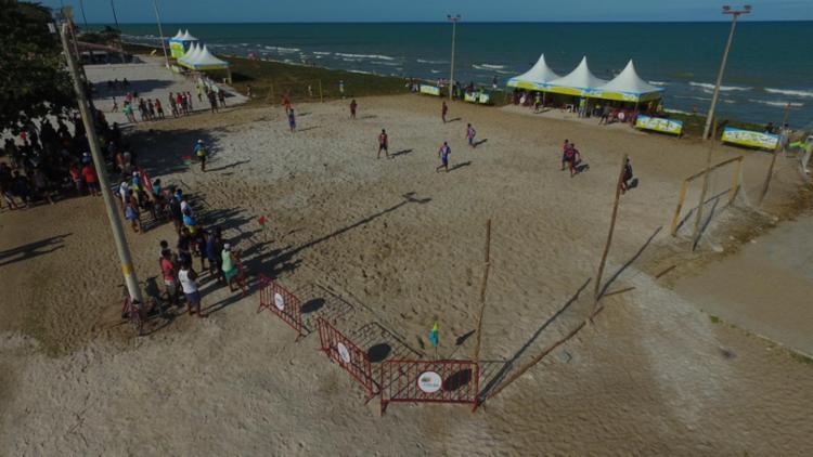 O Verão Costa a Costa trouxe para as prais de Alcobaça o beach soccer.
