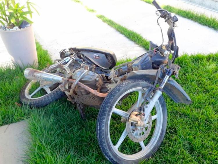 Suspeito pilotava moto quando colidiu contra um carro em Eunápolis | Foto: Reprodução | Radar 64 - Foto: Reprodução | Radar 64
