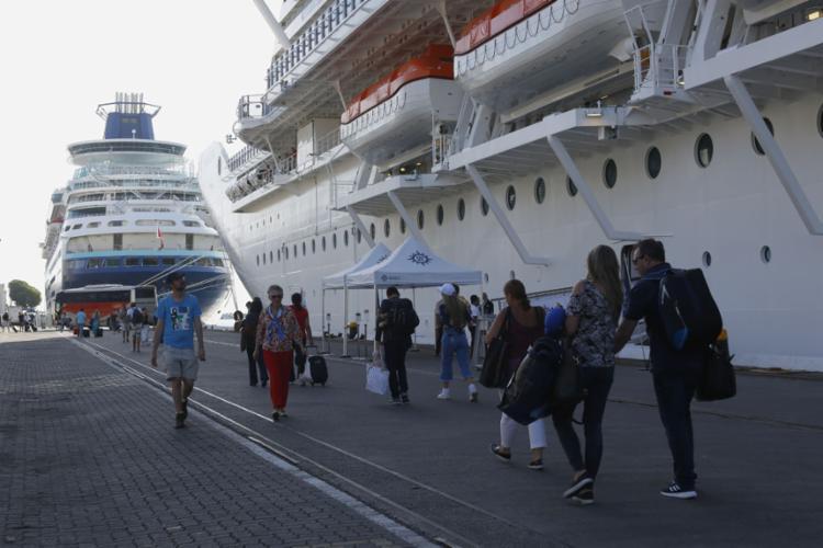 Este ano, o número de turistas por via marítima deve ultrapassar os 176 mil | Foto: Rafael Martins | Ag. A TARDE - Foto: Rafael Martins | Ag. A TARDE