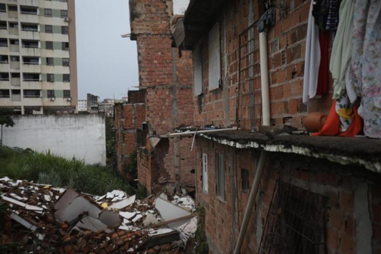 Essa é uma das estruturas que já estava condenada pela Codesal | Foto: Felipe Iruatã | Ag A TARDE - Foto: Felipe Iruatã | Ag A TARDE