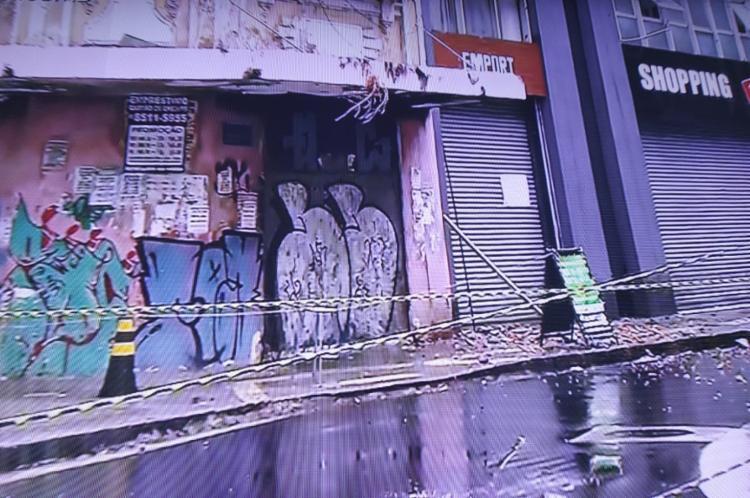 Área do prédio foi isolada para evitar | Foto: Reprodução | TV Bahia - Foto: Reprodução | TV Bahia