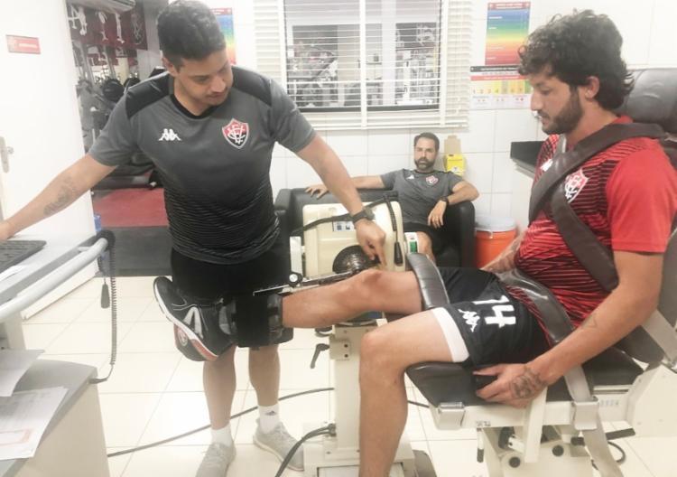 O meia Fernando Neto foi contratado após boa temporada no Paraná, em 2019 | Foto: Divulgação | EC Vitória - Foto: Divulgação | EC Vitória