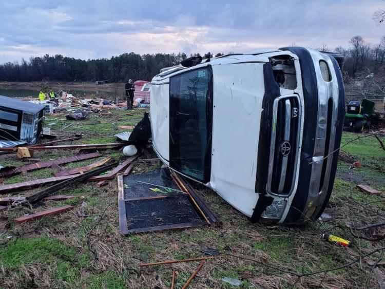 Ventos fortes destruíram casas e privaram milhares de eletricidade | Foto: AFP - Foto: AFP