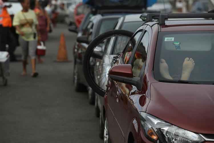 Fluxo é intenso em Bom Despacho | Foto: Felipe Iruatã | Ag. A TARDE - Foto: Felipe Iruatã | Ag. A TARDE