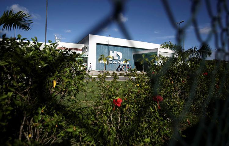 Vítima foi socorrida para o Hospital do Subúrbio após ser baleada | Foto: Joá Souza | Ag. A TARDE - Foto: Joá Souza | Ag. A TARDE